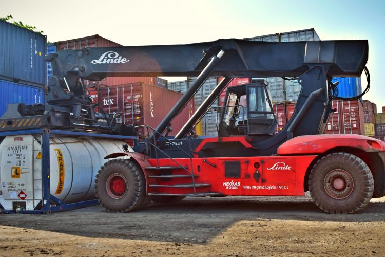 red-and-black-front-loader-beside-intermodal-containers-906484